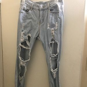 Cute ripped up jeans, new w/out tag